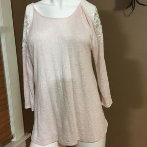 Tops - Lightweight sweater with lace detail