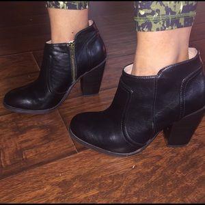 Merona black boots