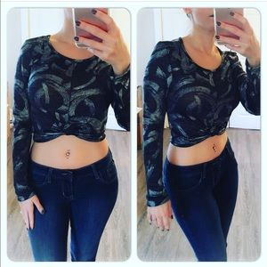 Tops - Long sleeve silver/black crop top