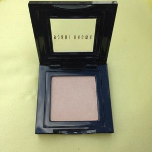 Bobbi Brown Other - Bobbi Brown Shimmer Wash Eyeshadow; Champagne 13