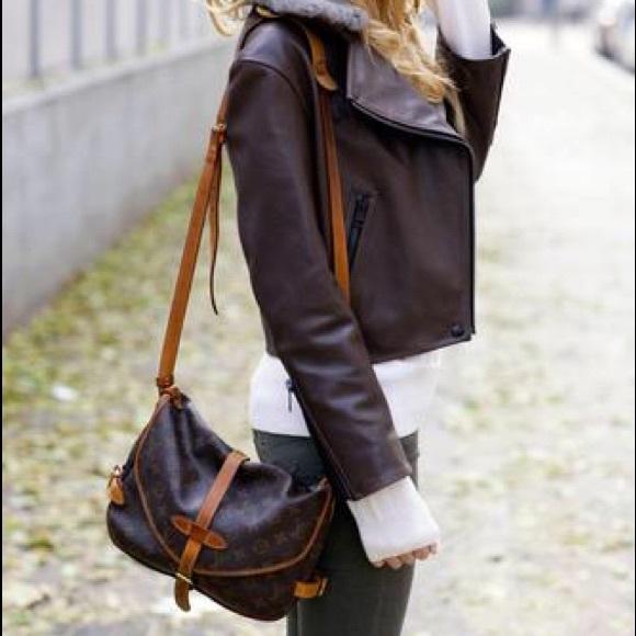 a086310d5e4e Louis Vuitton Handbags - Authentic Louis Vuitton Saumur 30 Crossbody Bag