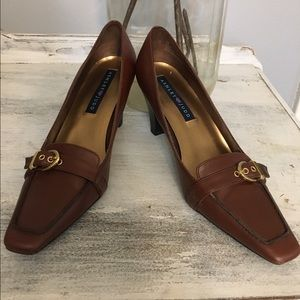 Ashley Judd Shoes - Ashley Judd brown pumps!