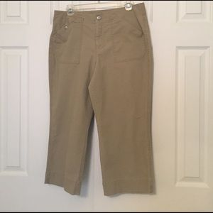 Dockers Pants - Dockers tan khaki capris