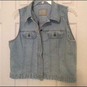 Liz Claiborne Jackets & Blazers - 🎉🎉2for $15🎉🎉 Light wash denim vest