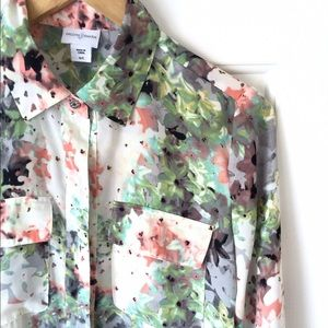 Jaclyn Smith Tops - Pastel floral spring button down top