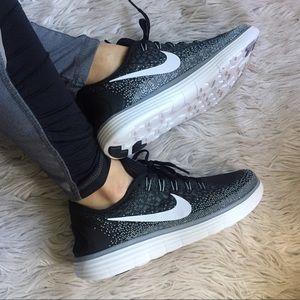Nike Shoes - 🔥 Make an OFFER 🔥Women's Nike Free RN Distance