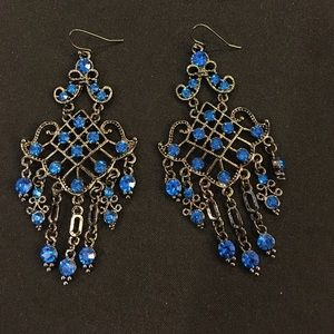 Jewelry - Brilliant blue stones earring