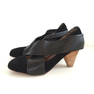 Matt Bernson Shoes - Matt Bernson Black Leather Camus Wrap Pumps // 6