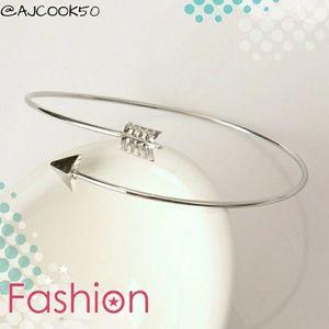 Jewelry - 💕2 for $15💕 Gold Plated Arrow Bracelet