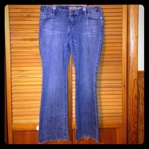 Motherhood Maternity Pants - Old navy Boot cut Maternity jeans.