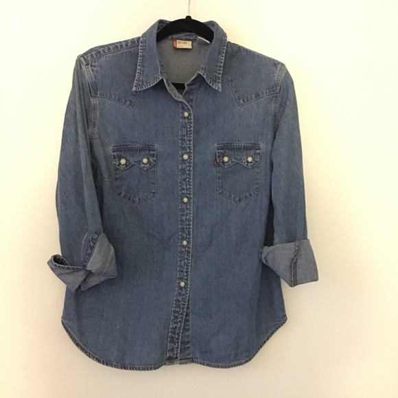 aa9603a508 Levi s Tops - Women s Levi s Denim Chambray Hex Pearl Snap Shirt
