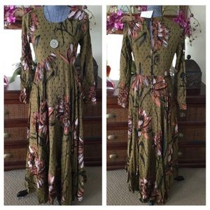 15629bb022ee Free People Dresses - Free People First Kiss Floral Maxi Dress. NWT.