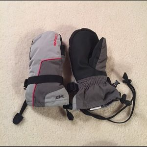 Dakine Other - NWOT Dakine snowboarding gloves
