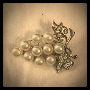 Jewelry - Pretty pin perfect for wine night
