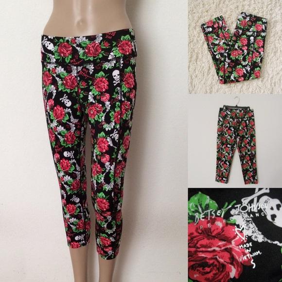 b0340942bbbf2 Betsey Johnson Pants - NWOT Betsey Johnson Skulls & Flowers Leggings