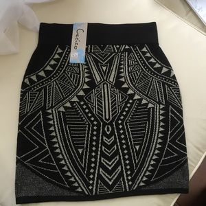 Dresses & Skirts - NWT. Black and gold skirt