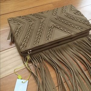 🎉HOST PICK🎉🎀NEW🎀BCBGeneration Fringed Clutch