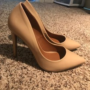Candie's Shoes - Nude pointed Candies Heels