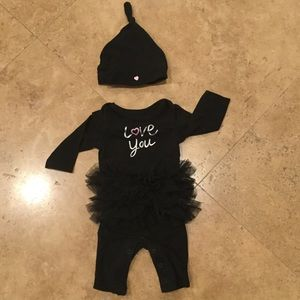 Amy Coe Other - 🎉HP🎉Super cute newborn outfit!
