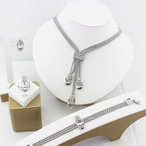Jewelry - Silver crystal necklace set