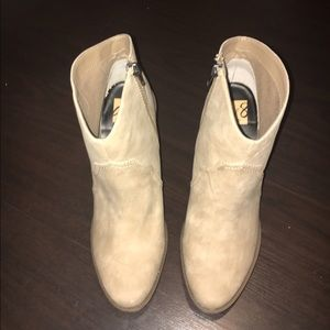 DV8 by dolce vita taupe booties NEW