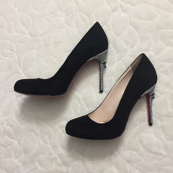 b875f662dcd Black suede pumps with red sole