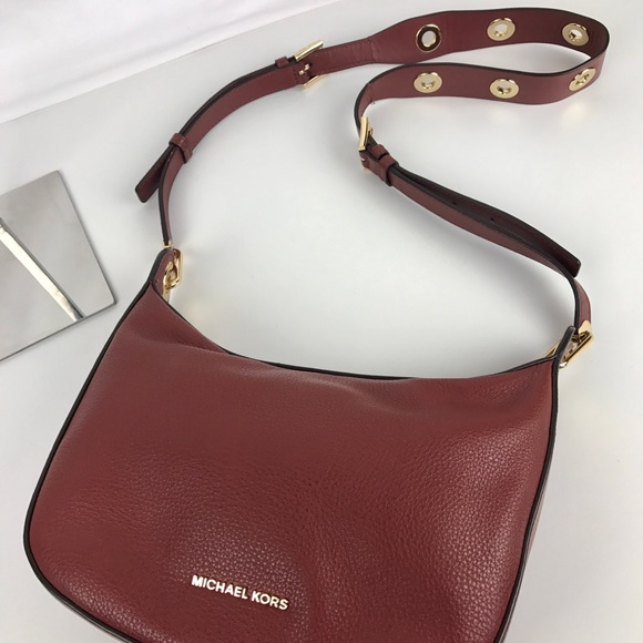 135d948a0963 Michael Kors Bags | Raven Medium Leather Messenger Bag | Poshmark