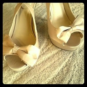 Shoes - NWOT Nude Satin Bow Peep Toe Platform Heels.Size 8