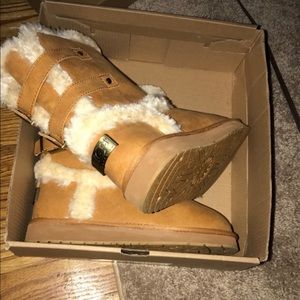 Brown Buckled Uggs ❣️