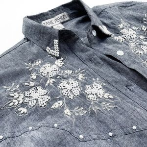 Vintage Tops - Vintage beaded chambray button Down