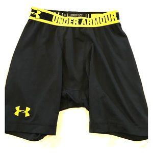Under Armour Other - Men's size medium compression heat gear shorts