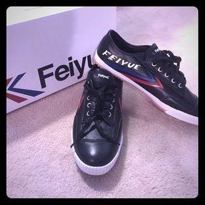 Feiyue Other - NEW IN BOX Feiyue Men's Leather Black Sneakers 10
