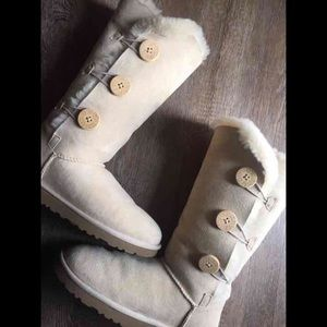 UGG Shoes - (FIRM PRICE) Tall bailey button uggs