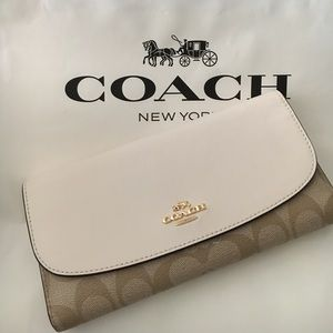 Coach Handbags - 🍥coach wallet full size