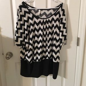 magic fit Tops - Black and white chevron blouse
