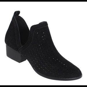 Very stylish BLACK bootie open sides