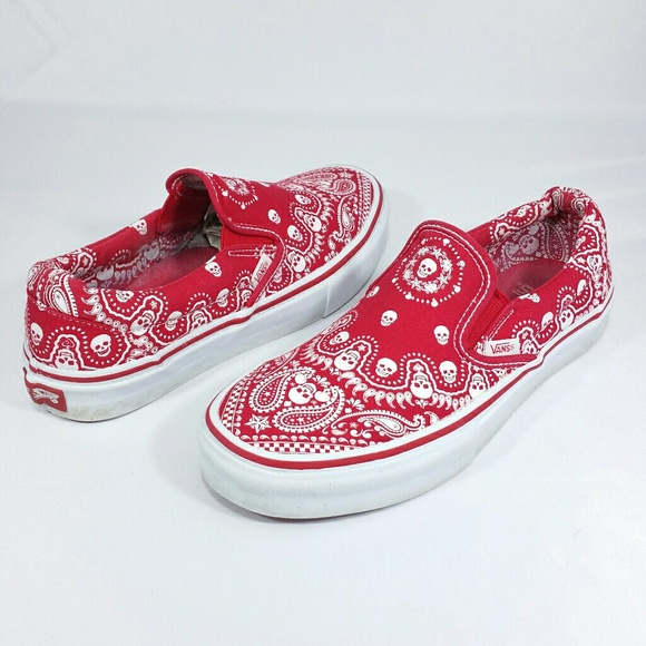 a0d634fe572b Vans Off The Wall Red Skull Print Canvas Shoes. M 58b6299813302a6cab024163
