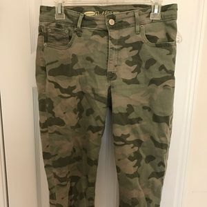 Cami Old Navy Rockstar jeans in 8 Long