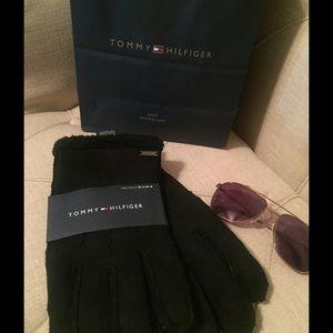 Tommy Hilfiger Accessories - NWT Tommy Hilfiger gloves
