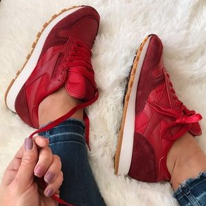Reebok Shoes - NWOB 👣 REEBOK CLASSIC SUEDE & LEATHER SZ 8 women
