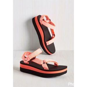 "Teva Shoes - Teva ""I wanna walk with you"" coral flatform sandal"