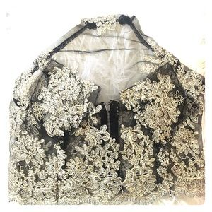 Tops - lace/mesh floral embroidered crop top