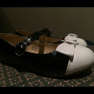 Janie and Jack Other - Janie and Jack Black & White Shoes with White Bow