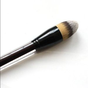Kevin Aucoin Other - Kevin Aucoin Foundation Brush