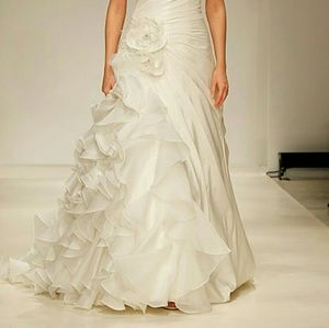 Alfred Angelo Dresses & Skirts - Romantic Alfred Angelo Ariel 210 Wedding Dress