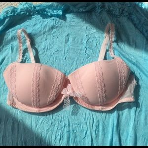 New Gilly Hicks light pink lacey balconet bra