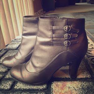 Predictions Shoes - 😎 Bronze Booties 😎