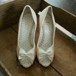 {Moschino C & C}linen heels Size 8.5