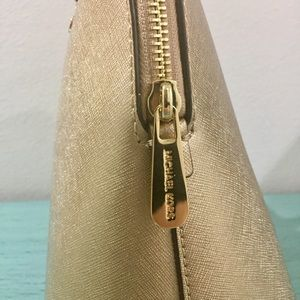 99ccad3c4bac1f Michael Kors Bags - NWT: Michael Kors Cindy Gold Bag