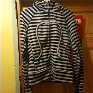 lululemon athletica Tops - Lululemon SCUBA hoodie size 8 excellent condition